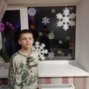 Украсили окна в новогодней тематике