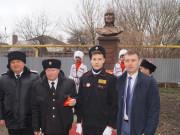 В казачьей школе открыли памятник русскому святому и приняли в казачата первоклассников